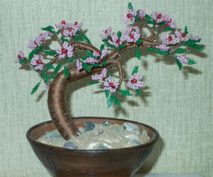 Цветущая сакура из бисера.